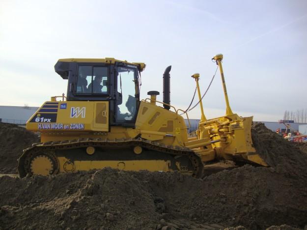 Nieuwe KOMATSU bulldozer op rupsen